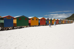The beach huts in Muizenberg come in many colors, yellow, green, blue, and red. (copyright Anette Mossbacher)