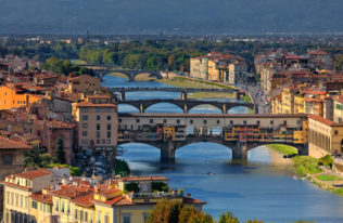 Photograph of the Ponte Vecchio Bridge, the oldest in Florence, at sunset. (copyright Anette Mossbacher)